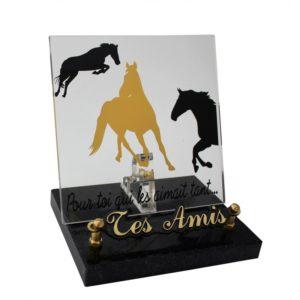 article funeraire plexiglas chevaux