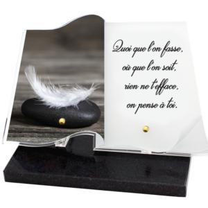 plaque funéraire livre galet plume texte